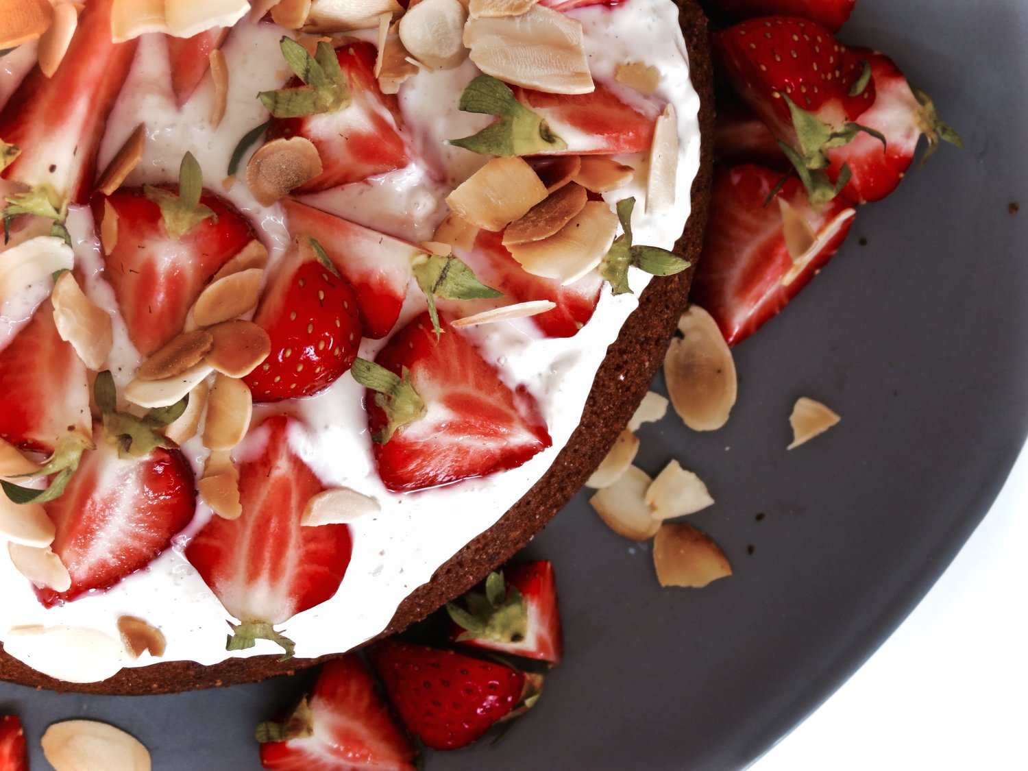 Almond Polenta Cake with fresh Strawberries